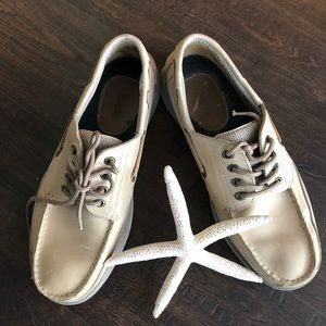 Bass size 10.5 cream leather boat shoes